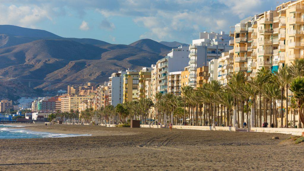 almeria-cine-localizaciones-paseo-maritimo-ciudad-presente-marinera-4